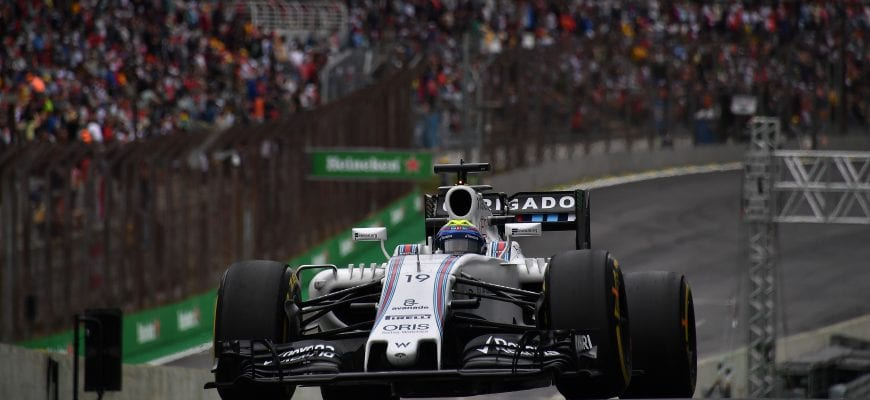 Williams Martini F1 Team Brazilian driver Felipe Massa powers his car during the third practice session of the Formula One Brazilian Grand Prix, in Sao Paulo, Brazil, on November 12, 2016. / AFP PHOTO / NELSON ALMEIDA